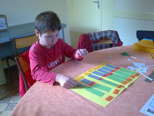 Anton oct 2012- confection d'un planning de semaine pour se repèrer et se sécuriser
